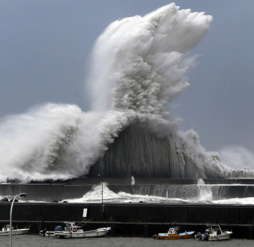 Япония се готви за най-мощния тайфун от 25 години. Той