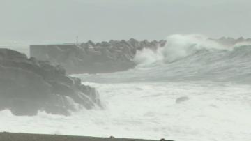 Япония се подготвя за мощен тайфун