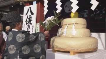 Японци посрещат Нова година с огромна оризова торта