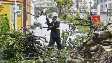 Мощен тайфун достигна Япония, има пострадали