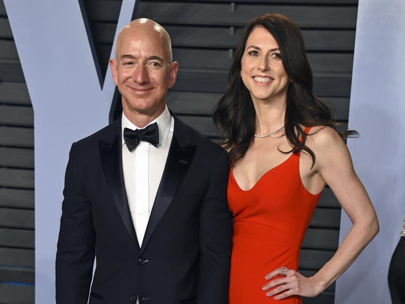 снимка 1 Милиардерът Джеф Безос се развежда