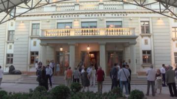 Премиера на Железния светилник препълни Народния театър в Скопие