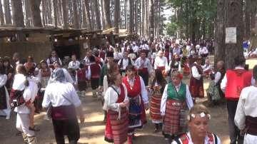 Хиляди се събраха в Жеравна за фестивала на народната носия
