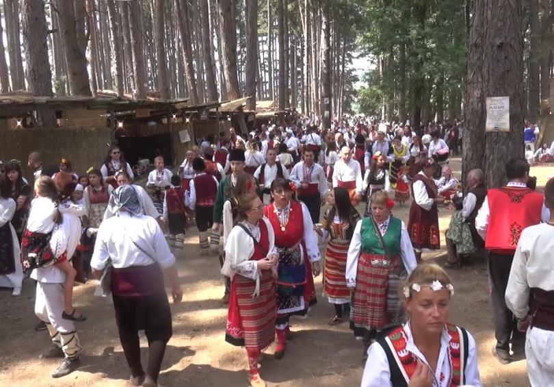 Хиляди любители на народния фолклор се събраха в Жеравна на