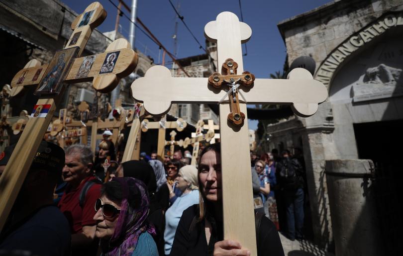 снимка 1 Вярващи изминаха пътя на Христос към Голгота в Йерусалим (СНИМКИ)