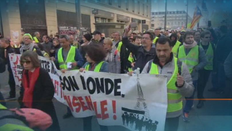 Сблъсъци и арести по време на протест на жълтите жилетки в Париж