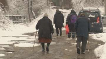 Жители на великотърновския квартал Дервеня - откъснати от света при дъжд и сняг
