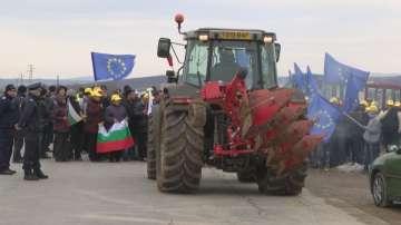 Тютюнопроизводители и животновъди блокираха движението за Пъстрогор