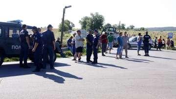 Животновъди блокираха пътя София - Варна и поискаха оставката на зам.-министър