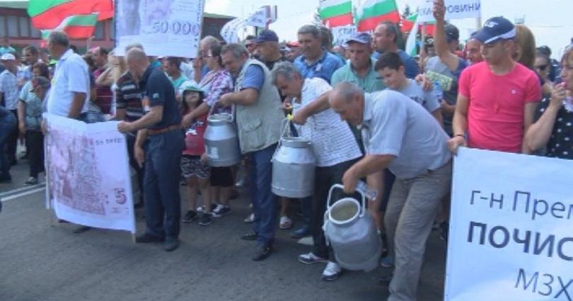 Под засилена полицейска охрана втори ден в община Болярово ветеринари