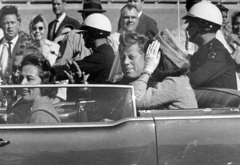 Джон Ф. Кенеди с жена си Жаклин в Далас, 22 ноември 1963