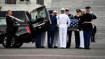 Изложиха тленните останки на Джон Маккейн за поклонение в Капитолия