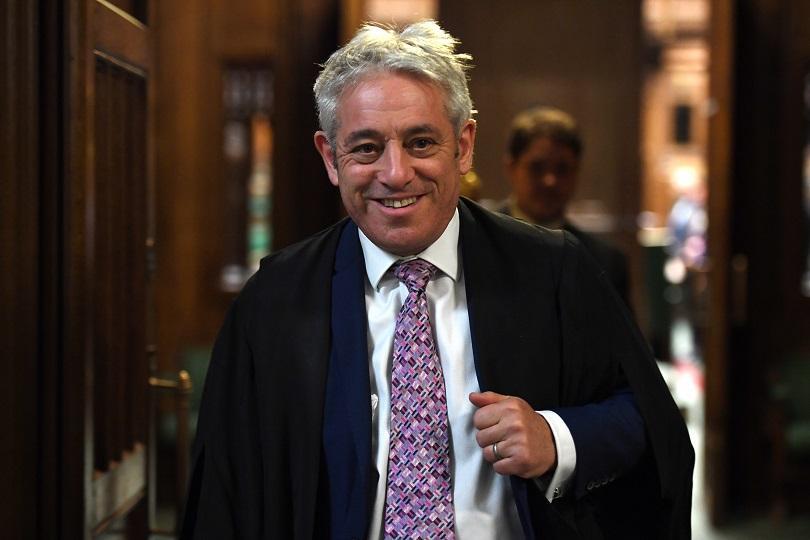 Снимка: Ексцентричният председател Джон Бъркоу напуска британския парламент