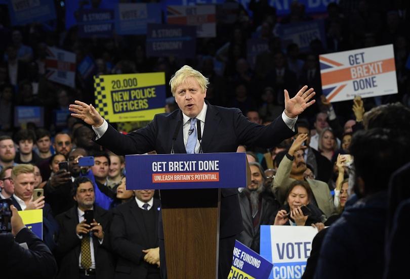 Великобритания гласува на предсрочни парламентарни избори. Вотът беше свикан от