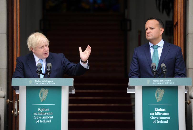 Британският премиер Борис Джонсън разговаря днес с ирландския си колега