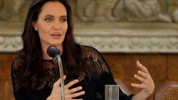 Джоли обвини Пит, че не плаща редовно издръжката на децата