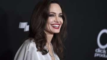 Анджелина Джоли става редактор в радиото на Би Би Си за празниците