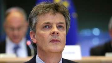 Британският еврокомисар подаде оставка