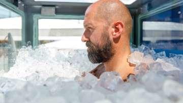 Австриец подобри световния рекорд за най-дълго пълно потапяне в лед