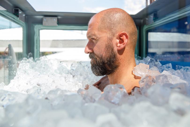 Снимка: Австриец подобри световния рекорд за най-дълго пълно потапяне в лед