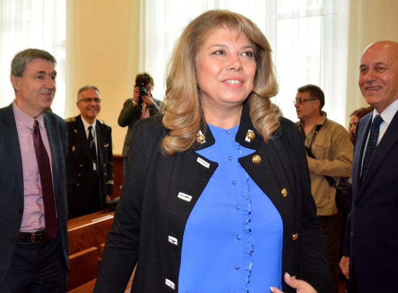 Във Варна вицепрезидентът Илияна Йотова коментира, че протестите в страната