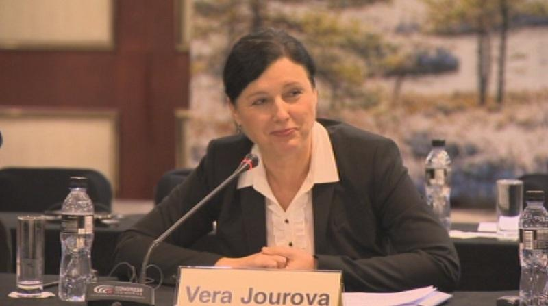 снимка 1 Вера Йоурова преди ноемврийския докла на ЕК за България