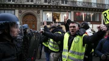 """Арестуваха над 80 души в Париж на поредния протест на """"жълтите жилетки"""""""