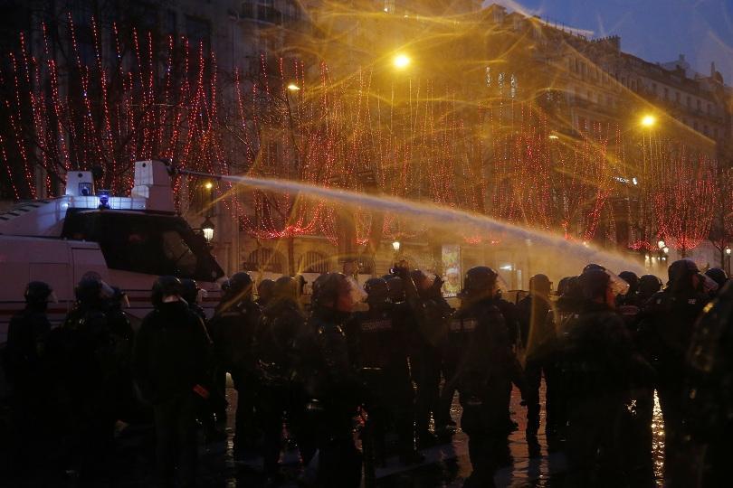 Пета поредна събота на социални протести във Франция, но при
