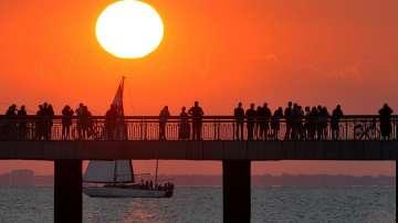 Хиляди посрещнаха първото юлско слънце