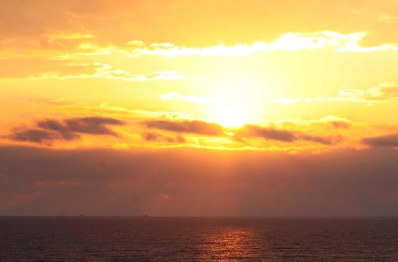 Хиляди българи посрещнаха първите лъчи на юлското слънце на морския