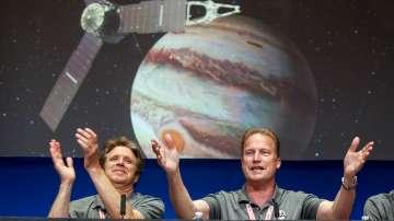 Сондата Джуно влезе в орбитата на Юпитер