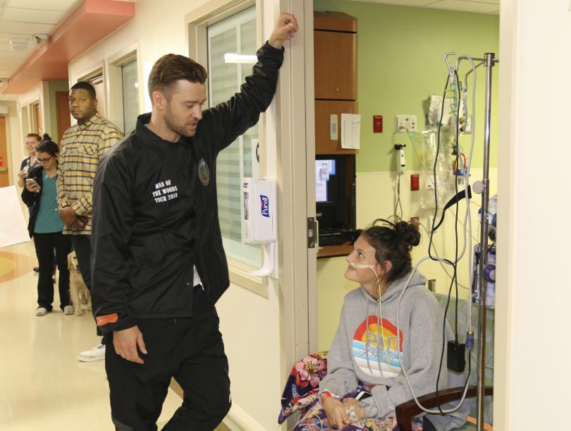 джъстин тимбърлейк посети пациентите детската болница сан антонио