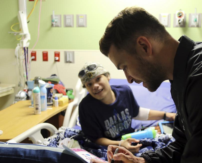 снимка 1 Джъстин Тимбърлейк посети пациентите на детската болница в Сан Антонио