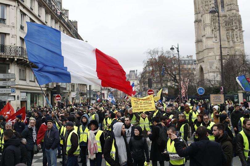 В Париж започна деветият протест на движението на