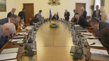 Отпускат пари на болниците в Ловеч и Враца, но не безвъзмездно