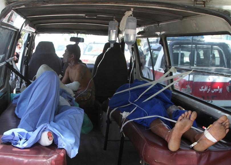 50 убити и над 70 ранени при голяма катастрофа в Афганистан