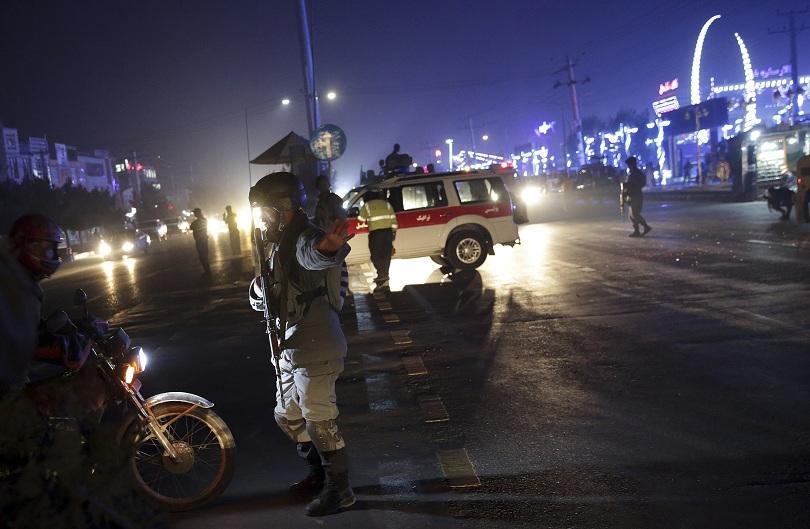 Над 40 души загинаха при самоубийствен атентат в Кабул. Ранените