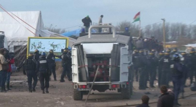 Тир с български шофьор изгоря на магистрала близо до френския