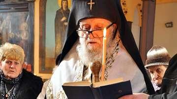 Във Враца започна поклонението пред починалия Врачански митрополит Калиник