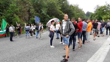 Животновъди блокираха подбалканския път заради парк Централен Балкан