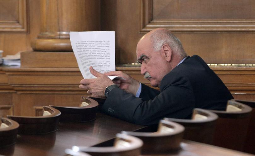 Управителят на НЗОК проф. Камен Плочев няма да подаде оставка.