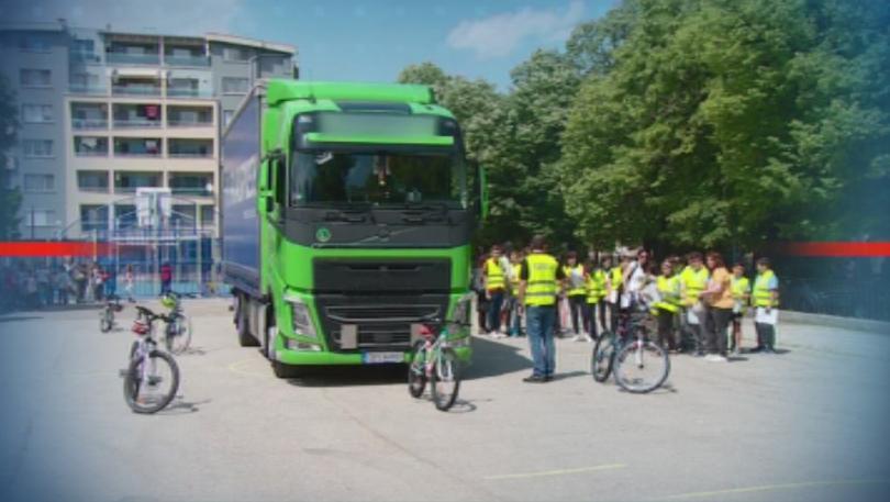Камион в училищен двор в Пловдив стана част от специална