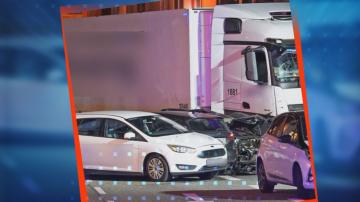Откраднат камион се вряза в няколко автомобила в Западна Германия