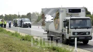 Петима нелегални мигранти бяха заловени в Сърбия, укрити в български камион