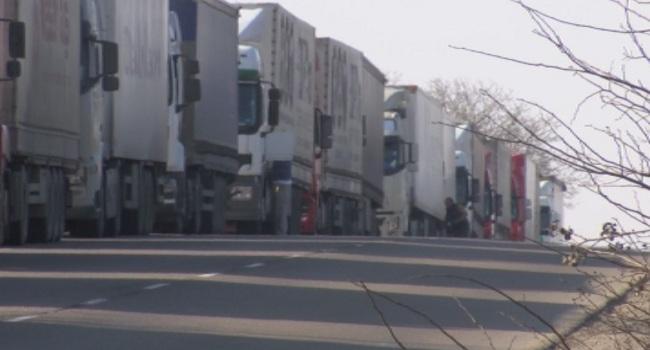 Около 5 км колона камиони чакат за влизане в България през ГКПП Промахон-Кулата