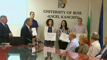 Игнат Канев връчи стипендии на студенти от Русенския университет