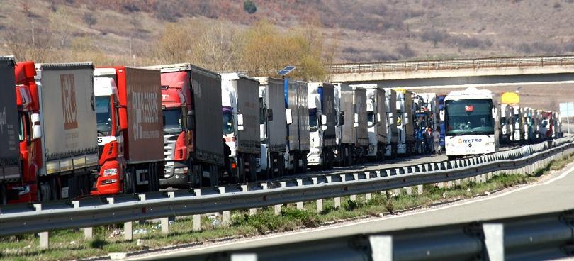 Турски шофьори блокираха за кратко движението по магистрала