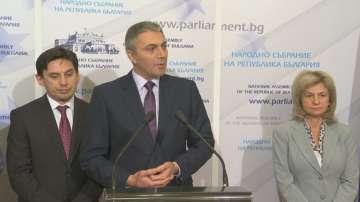Скандал между ДПС и Патриотичния фронт в парламента