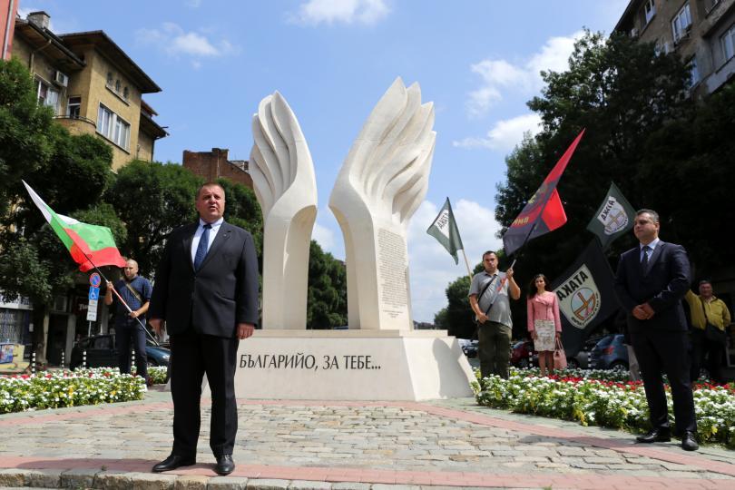 В София пред Паметника на българските революционери от Македония, Беломорието