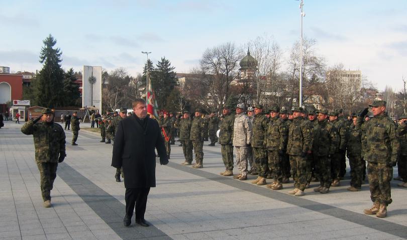 Военният министър посрещна 36-ия ни контингент от Афганистан